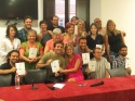 """La directora de la escuela Bárbara Gil, junto a sus alumnos en la presentación de el libro de estos: """"El cielo literario""""."""